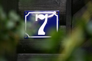 main-photo-seven-signs