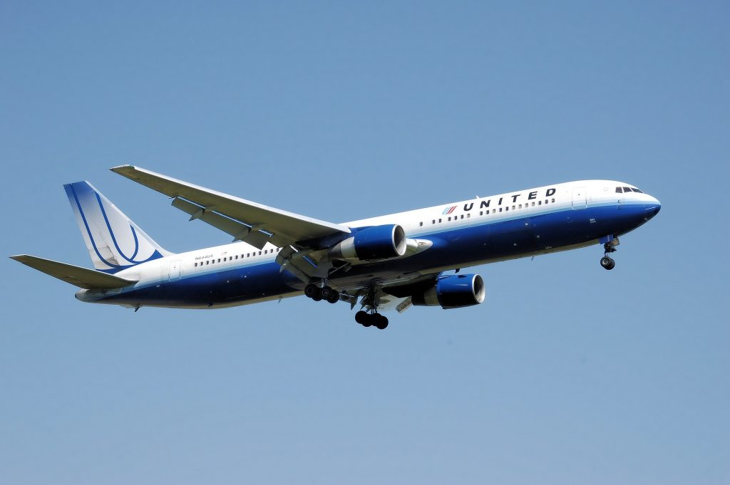 airplane-744865_1920-1024x681.jpg