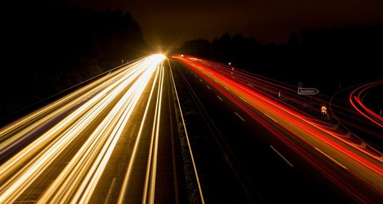 highway-393492_960_7201-750x400.jpg