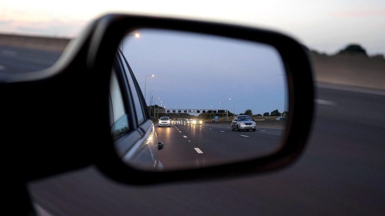 car-1576894_1280-1280x720.jpg