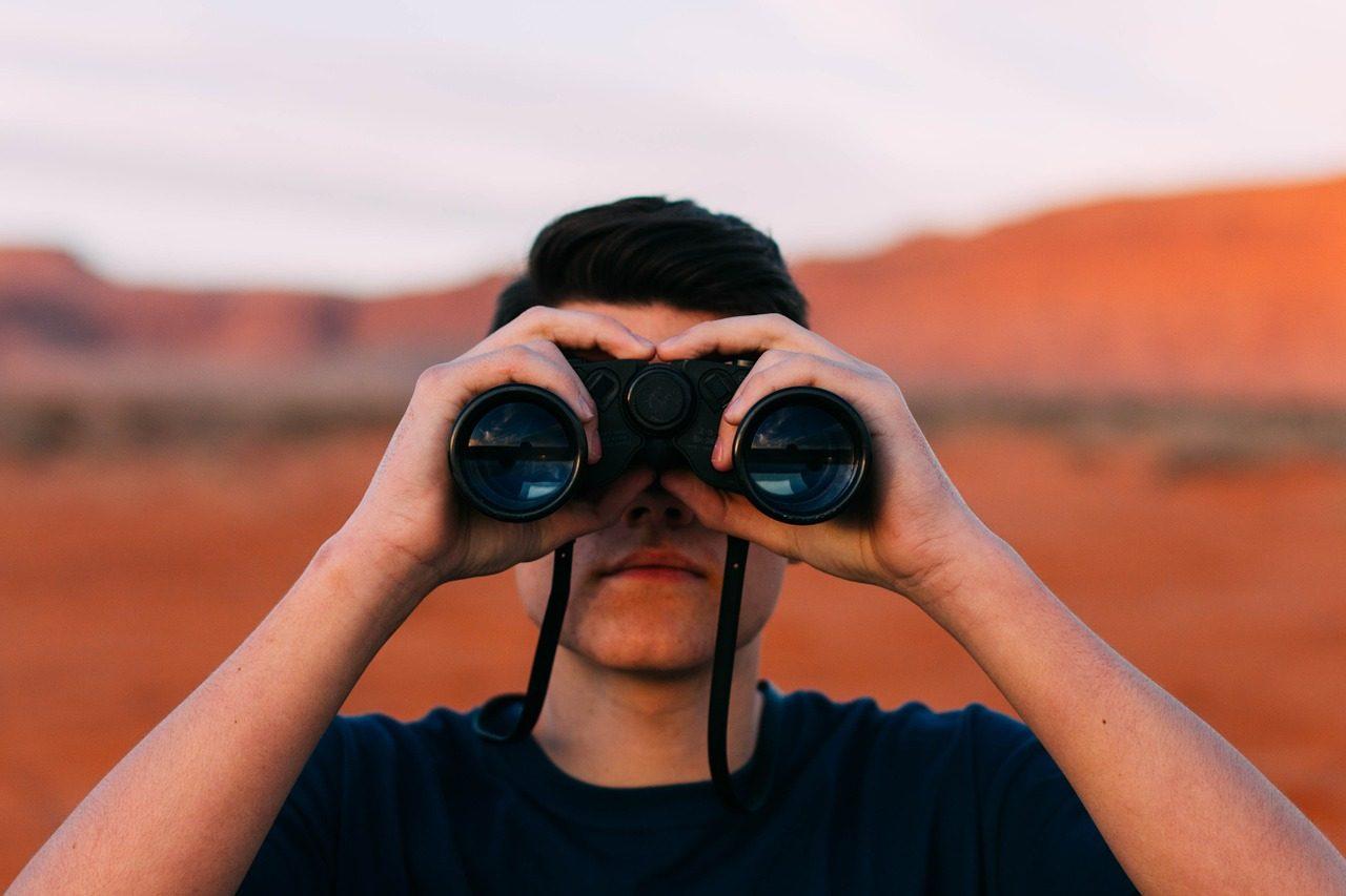 binoculars-1209011_1280-1280x853.jpg