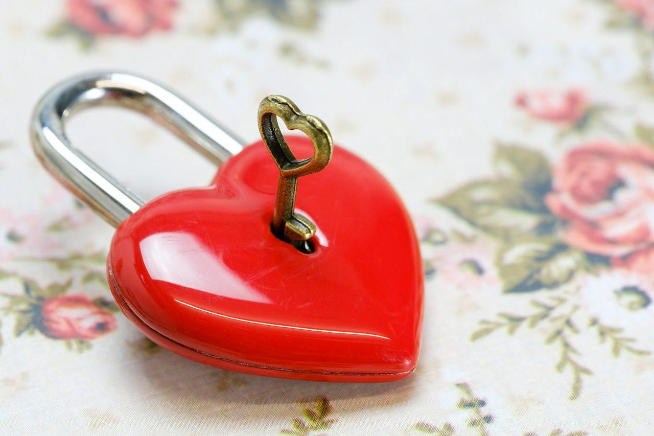 heart-3198592_1280-1280x853.jpg