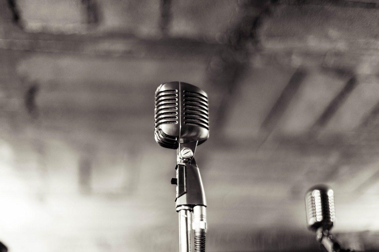 microphone-933057_1280-1280x853.jpg
