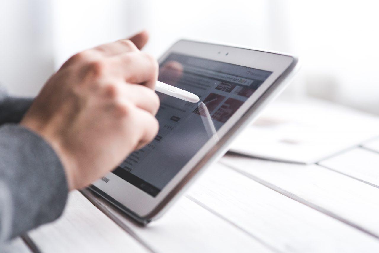 hand-using-stylus-pen-for-touching-the-digital-tablet-screen-6336-1280x853.jpg