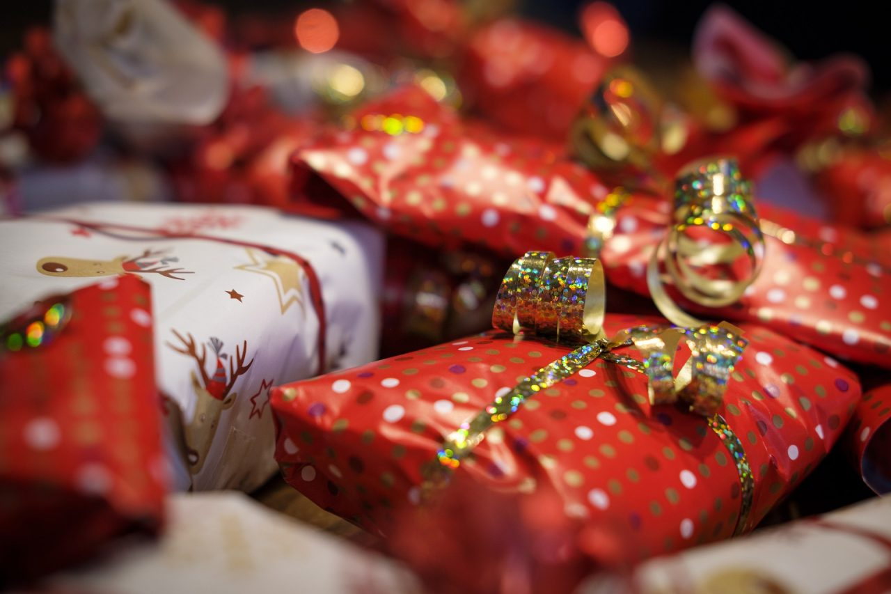 gifts-4678018_1920-1280x853.jpg