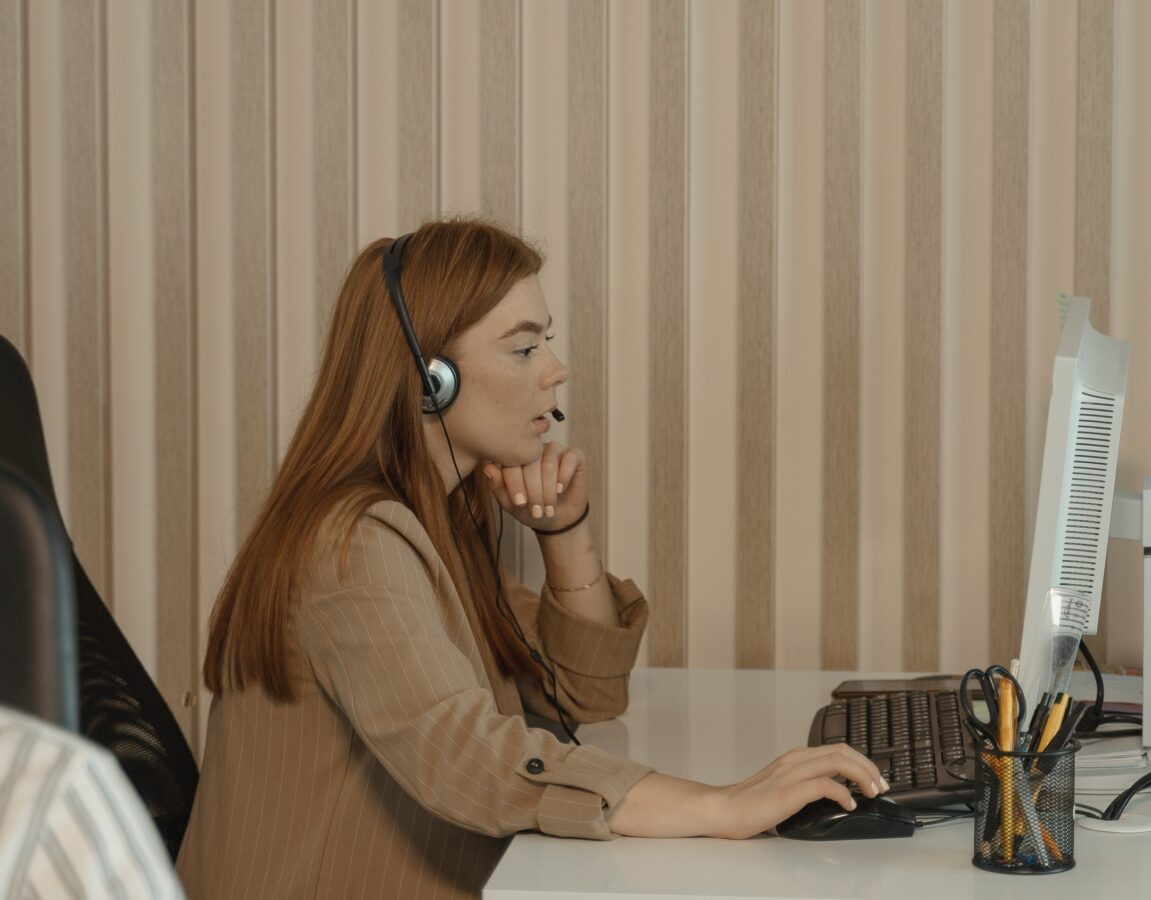 A woman from the contact centre speaks with the customer intending to deliver great CX through improved human experience.