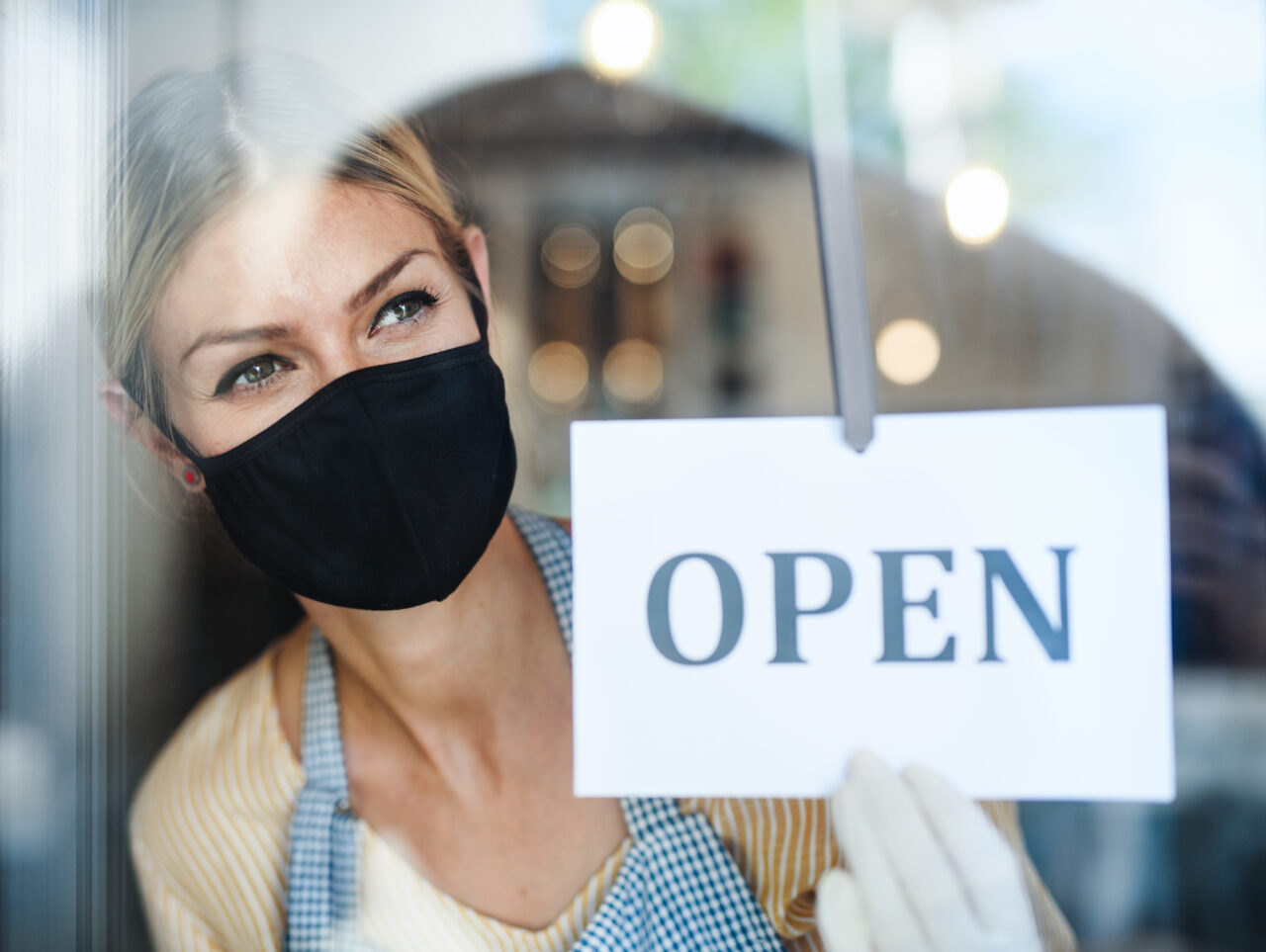 A young woman with the face mask demonstrates how stores can prioritize consumer well-being