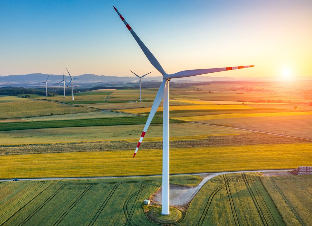 Wind turbines on the field show the potential of wind power in the UK.