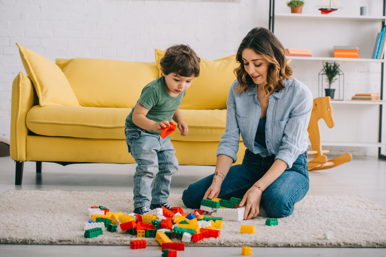 Customer ethnography: an image showing a mother and a son playing with Lego bricks.