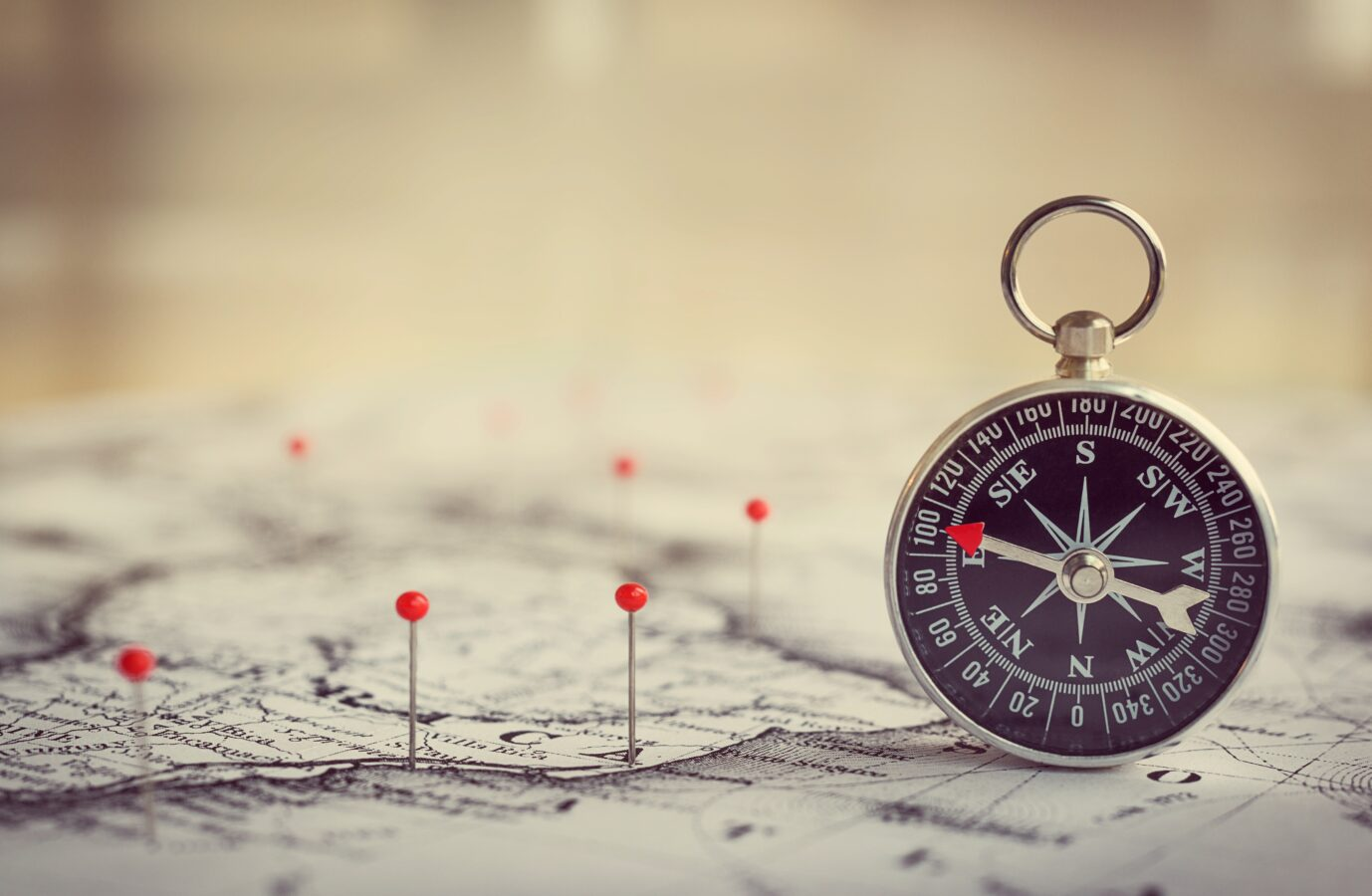 A compass and a map represent the customer journey management.